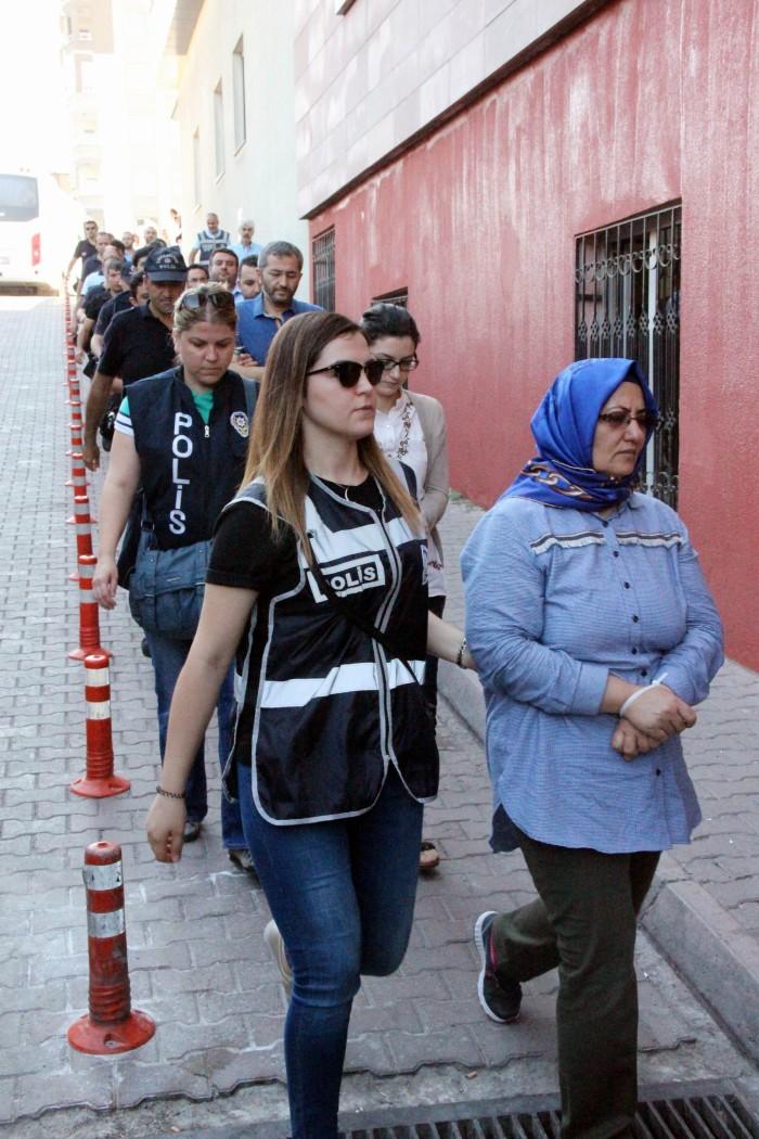 KAYSERİ'DE FETÖ/PDY OPERASYONUNDA 17 AVUKAT ADLİYEYE ÇIKARILDI